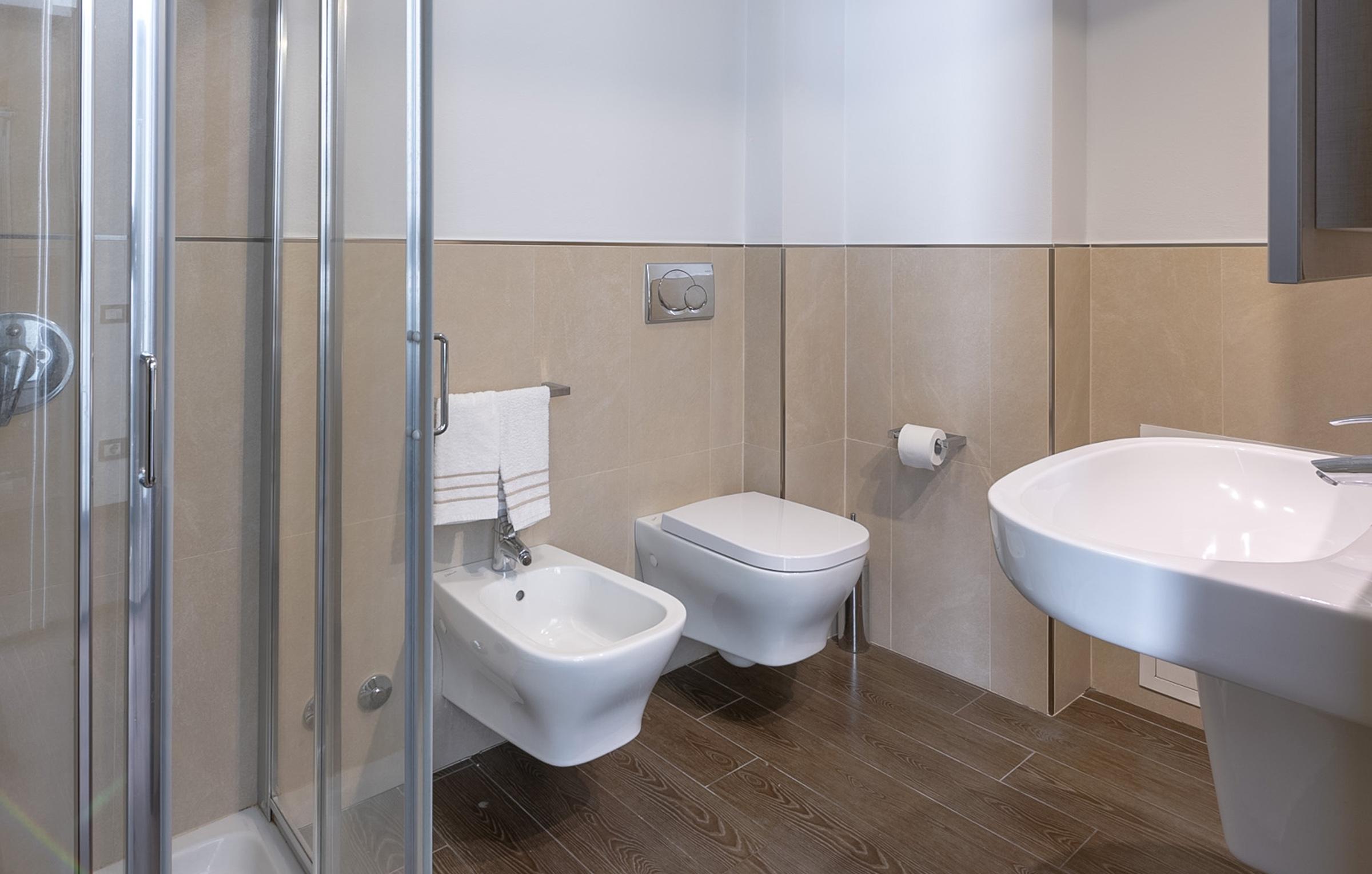 Il bagno degli appartamenti di Residenza Porta Volta a Milano ha doccia